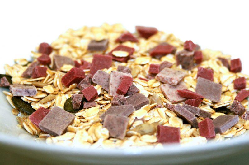Mit der neuen Bio-Range »Inspired by nature« bietet Herza kleinstückige Schokolade etwa für Müslis und Desserts ganz ohne Haushaltszucker an. Acht Geschmackskompositionen erlauben zahlreiche Kombinationsmöglichkeiten. (Bild: Herza)