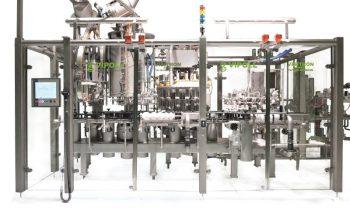 GEA Vipollss Füllblock »All in one« füllt PET- und Glasflaschen sowie Dosen. Bild: GEA
