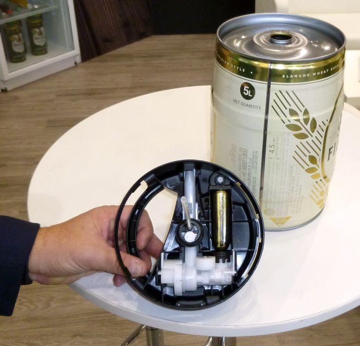 Der Zapfaufsatz mit integrierter CO2-Kartusche und Zapfer. Bild: Kuhn