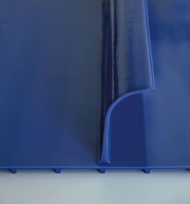 »Cleandrive« ist ein neues, monolithisches Förderband, dessen Material zuverlässig von Metalldetektoren und Röntgenscannern erkannt wird. Bild: Habasit