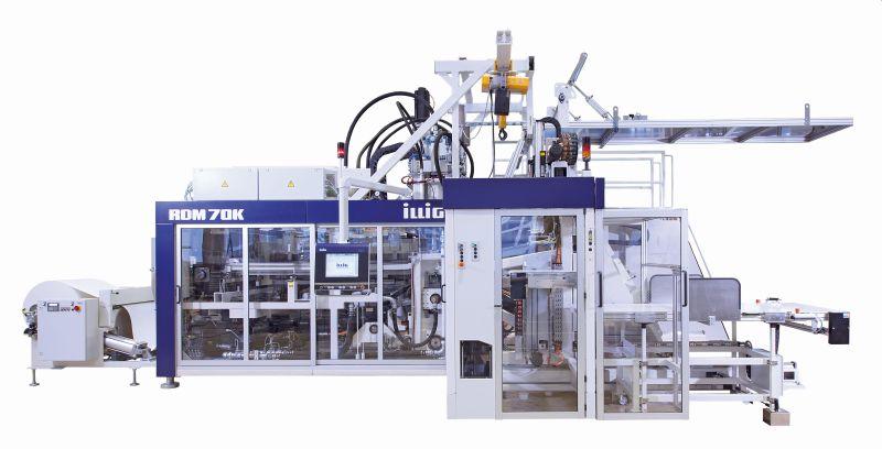 Ein typischer Rollenformautomat mit IML-Einheit. Darauf können die neuen »IML-T Cardboard«-Anwendungen gefertigt werden. Bild: Illig