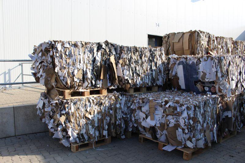 Lagerung der 450 Kilogramm schweren Ballen, die zu einem besseren Preis vermarktet werden als früher. Bild: Strautmann