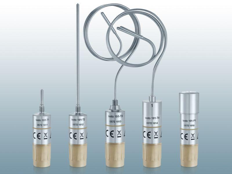 Bei den fünf Datenloggern für Temperatur und Druck sind Messtechnik und Batterie in zwei getrennten Gehäusen untergebracht. Auch nach dem Batteriewechsel bleiben die Logger dicht. Bild: Testo