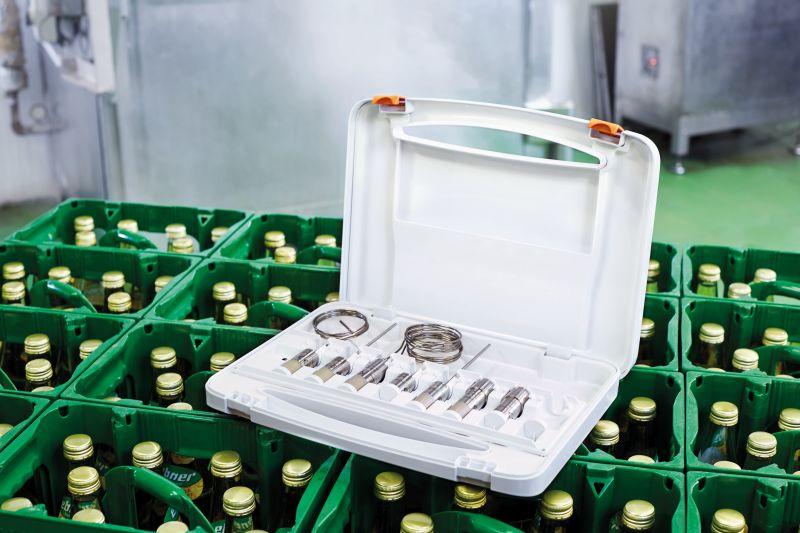 Der Transportkoffer für die HACCP-Datenlogger dient neben der sicheren Aufbewahrung auch dem schnellen Programmieren und Auslesen der Logger mit der »testo 191 Professional«-Software. Bilde Testo
