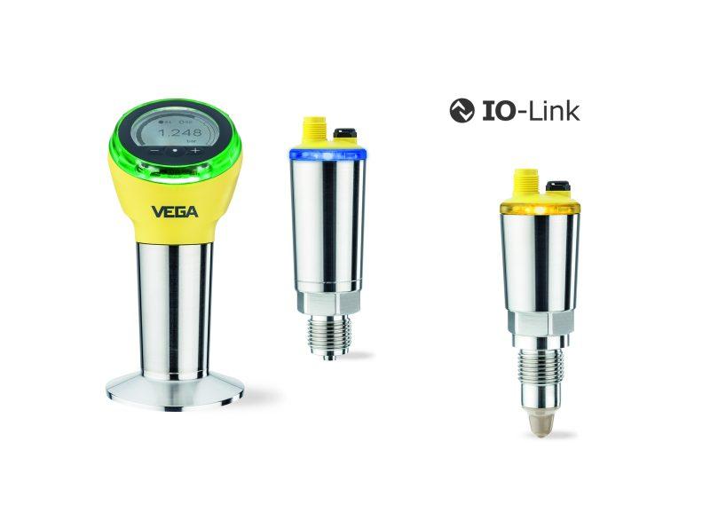 Dank Leuchtring wird der Sensorzustand schnell erkannt. IO-Link ermöglicht einen nahtlosen Datentransfer, die einfache Integration und den schnellen, kostengünstigen Anschluss über ein dreiadriges Kabel (Bild: Vega).