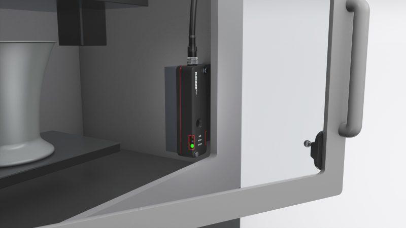 Offen versus geschlossen: Der flexible Kugelbetätiger des neuen Zuhaltesystems ermöglicht auch kleinste Türradien – passend für Maschinen mit knappem Bauraum. Bilder: Euchner