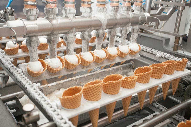 In einer Eisfabrik konnten mit den neuen Schmierstoffen und einer Schmierstoffanalyse der Ölverbrauch reduziert und die Ölwechselintervalle optimiert werden.