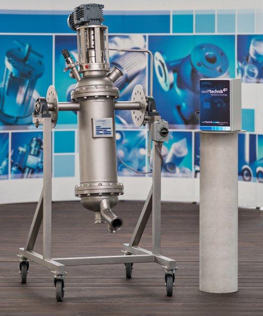 Der selbstreinigende Filter im Hygienedesign und der Controller bilden das intelligente Filtersystem von Wolftechnik (Bild: Martin Wolf Wagner).